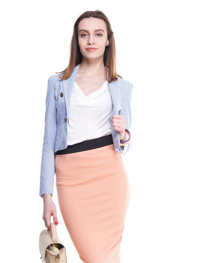 Женский полосатый жакет в морском стиле с персиковой юбкой