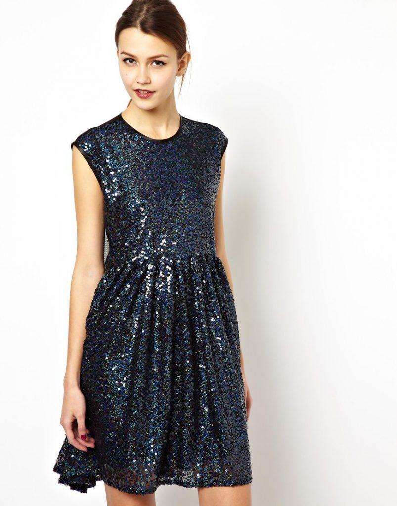 Темное разноцветное платье с пайетками