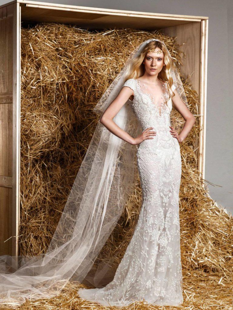 Красивое свадебное платье с пайетками