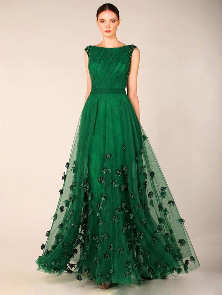 Зеленое вечернее платье с камнями
