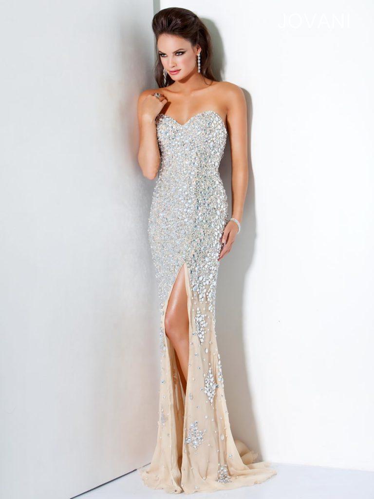 Персиковое вечернее платье с камнями