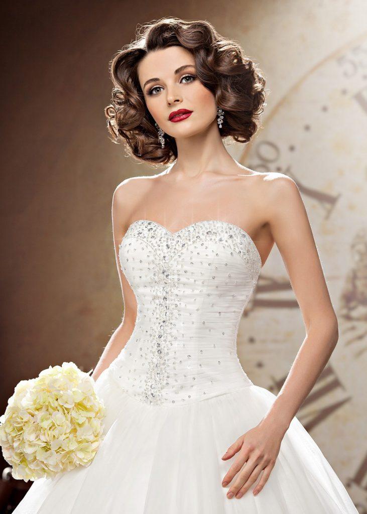 Белое свадебное платье с камнями