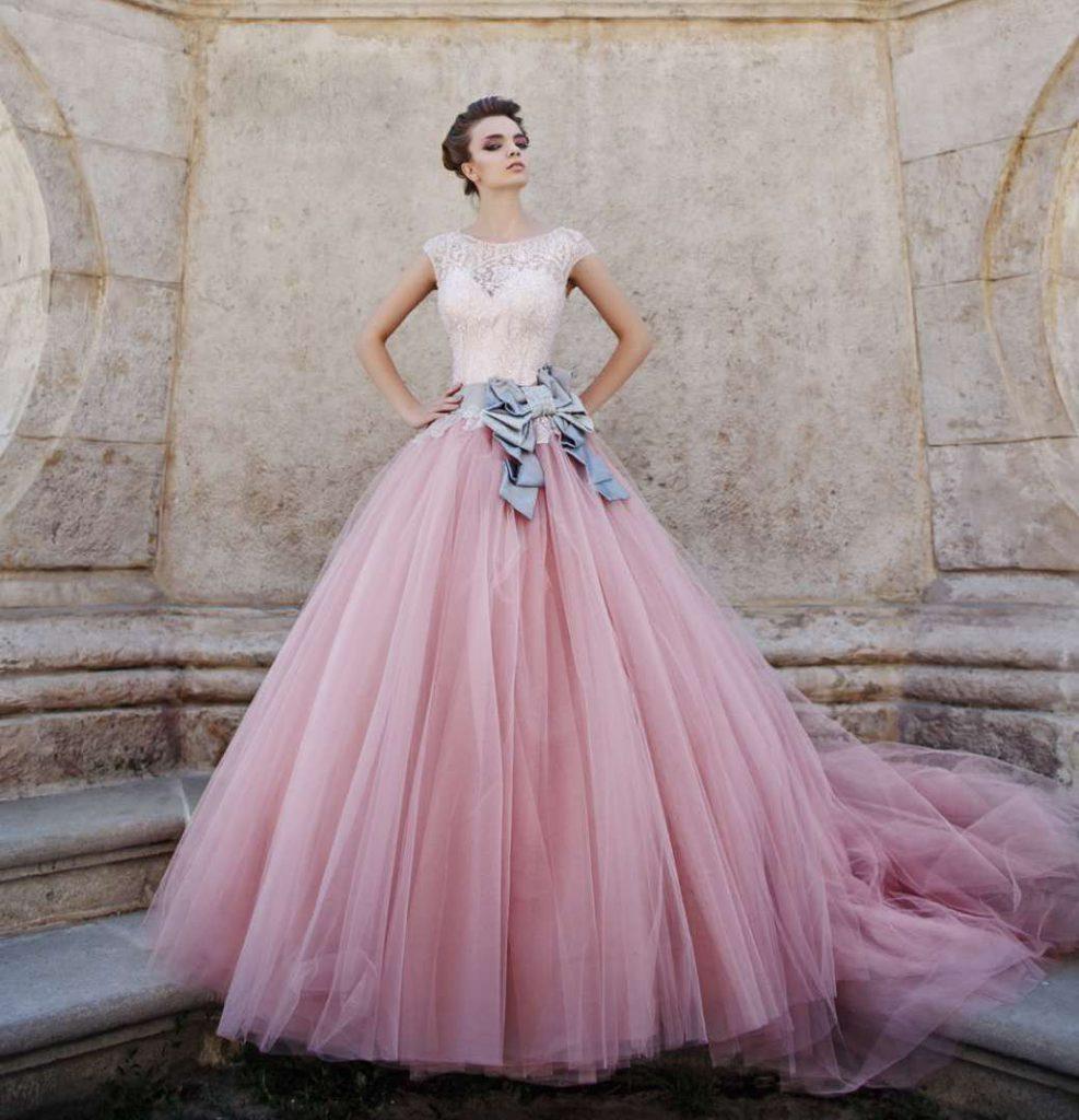 Красивое розовое свадебное платье