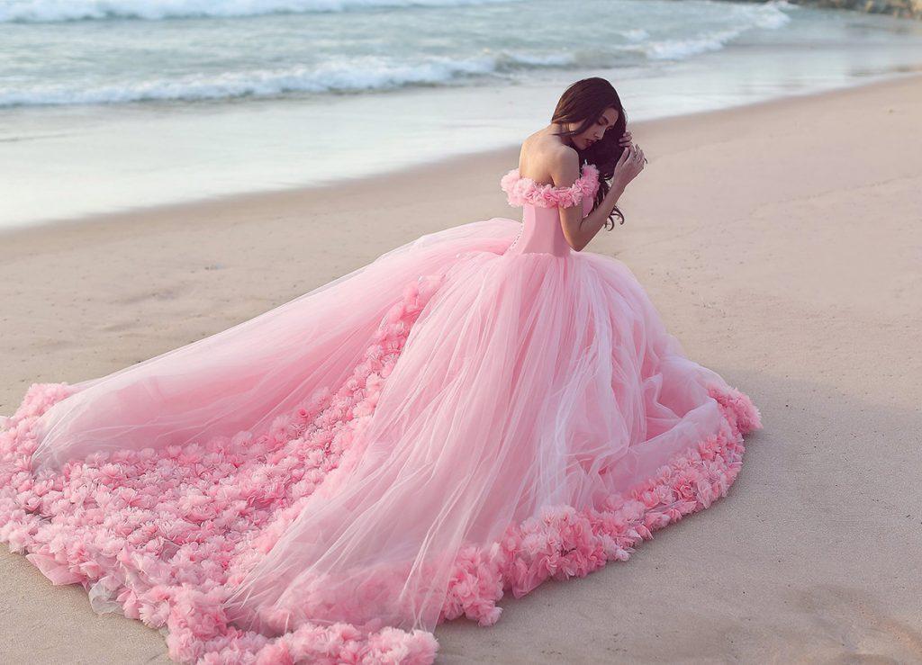 Роскошное розовое платье