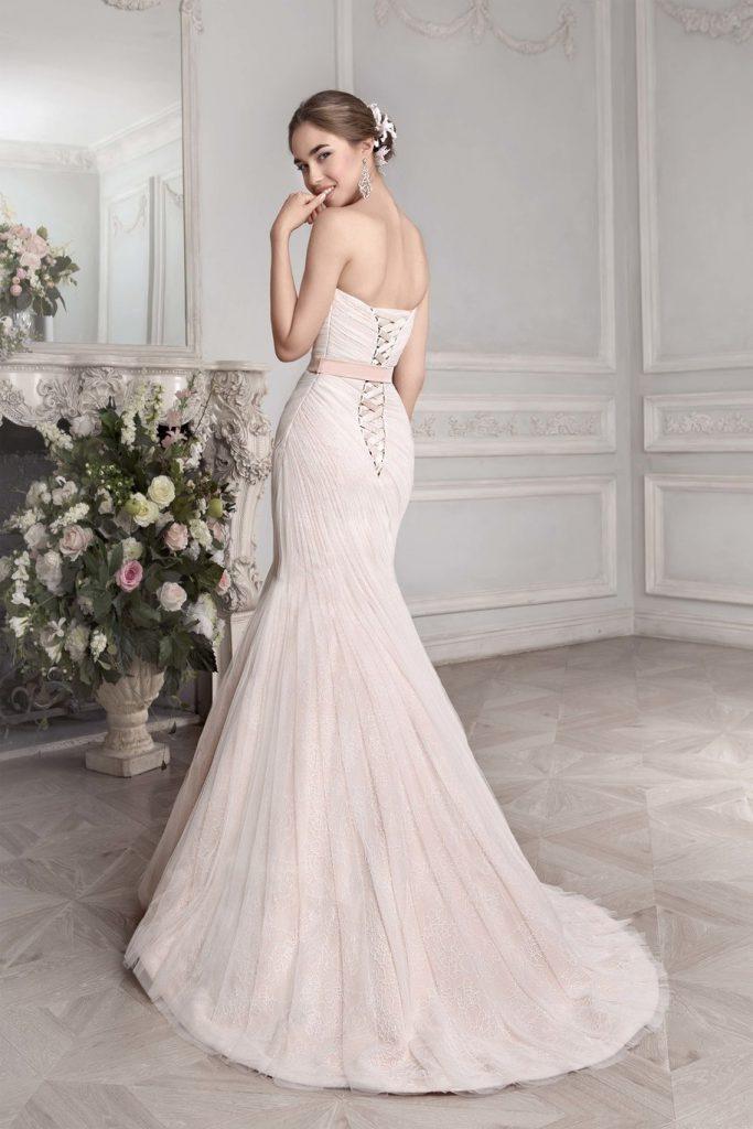 Розовое свадебное платье со шнуровкой