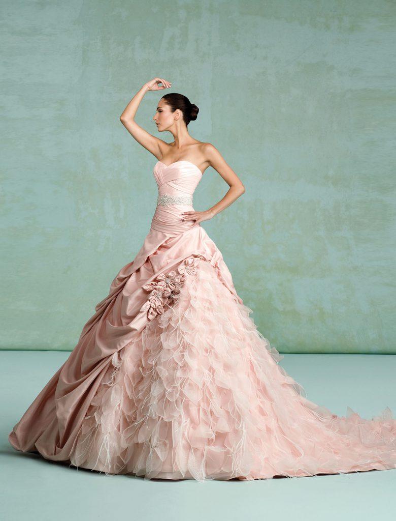 Свадебное платье цвета розовый кварц