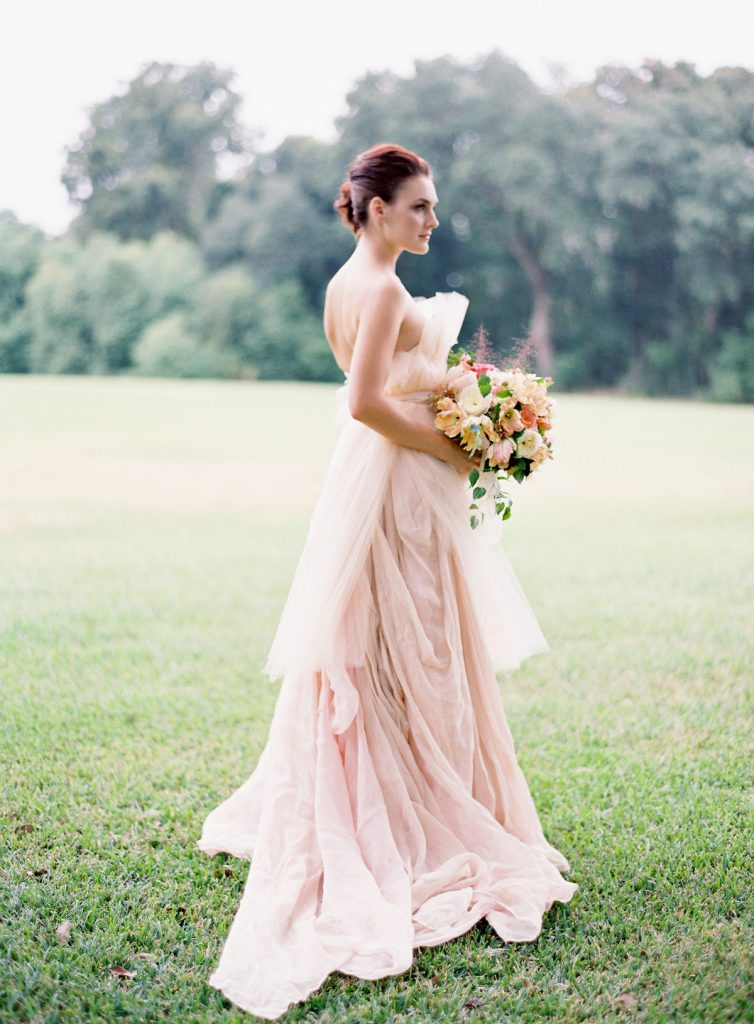 Элегантное розовое свадебное платье
