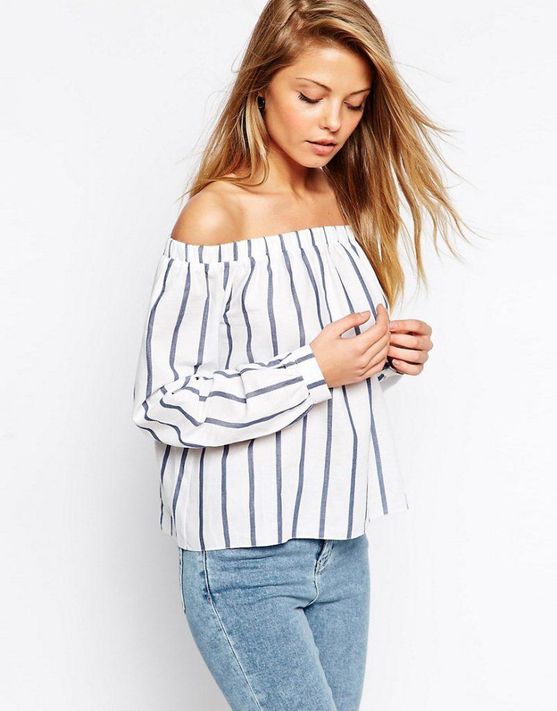 Рубашка в полоску с открытыми плечами с джинсами