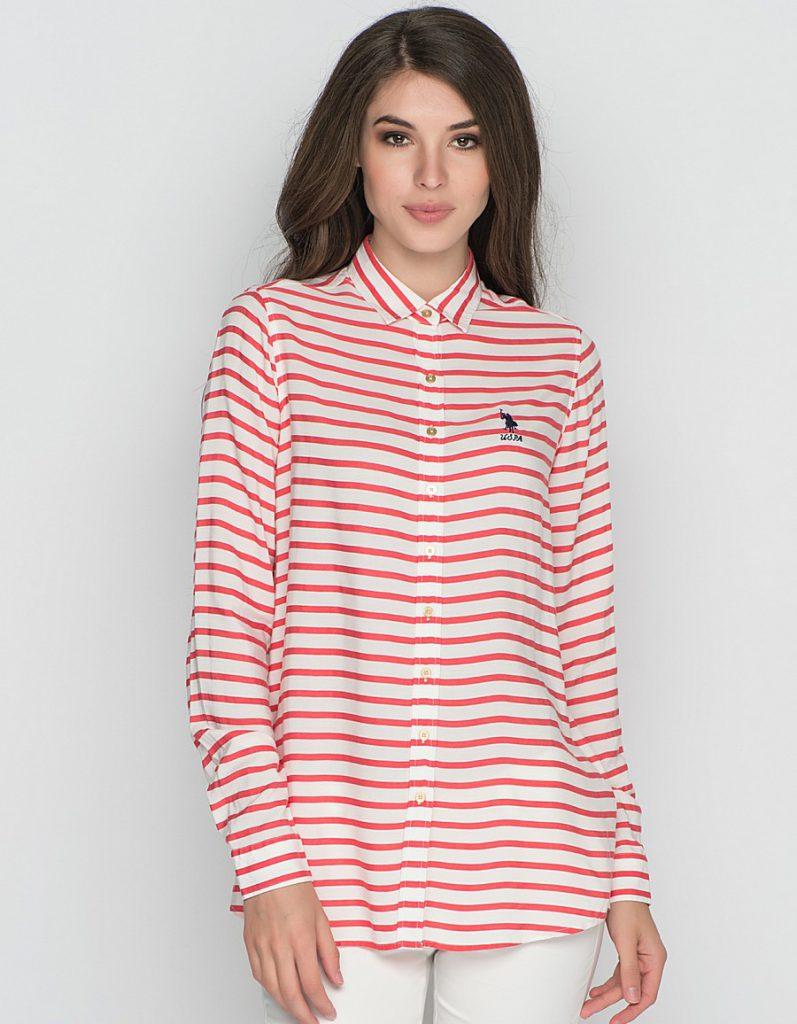 Бело-розовая женская рубашка в полоску с белыми брюками