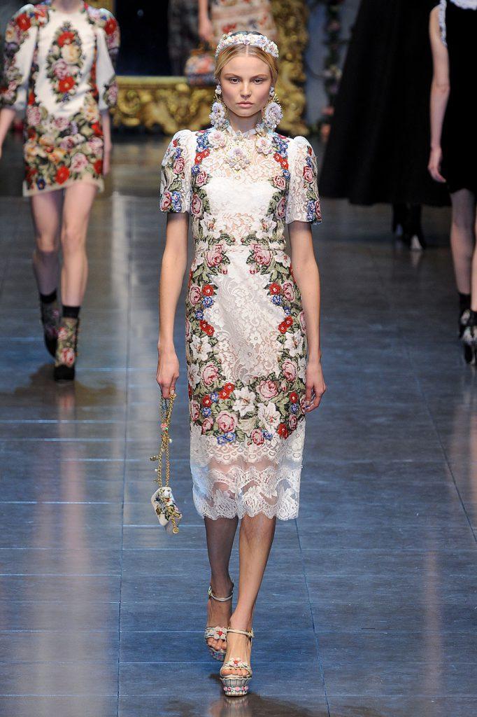 Кружевное платье в русском стиле