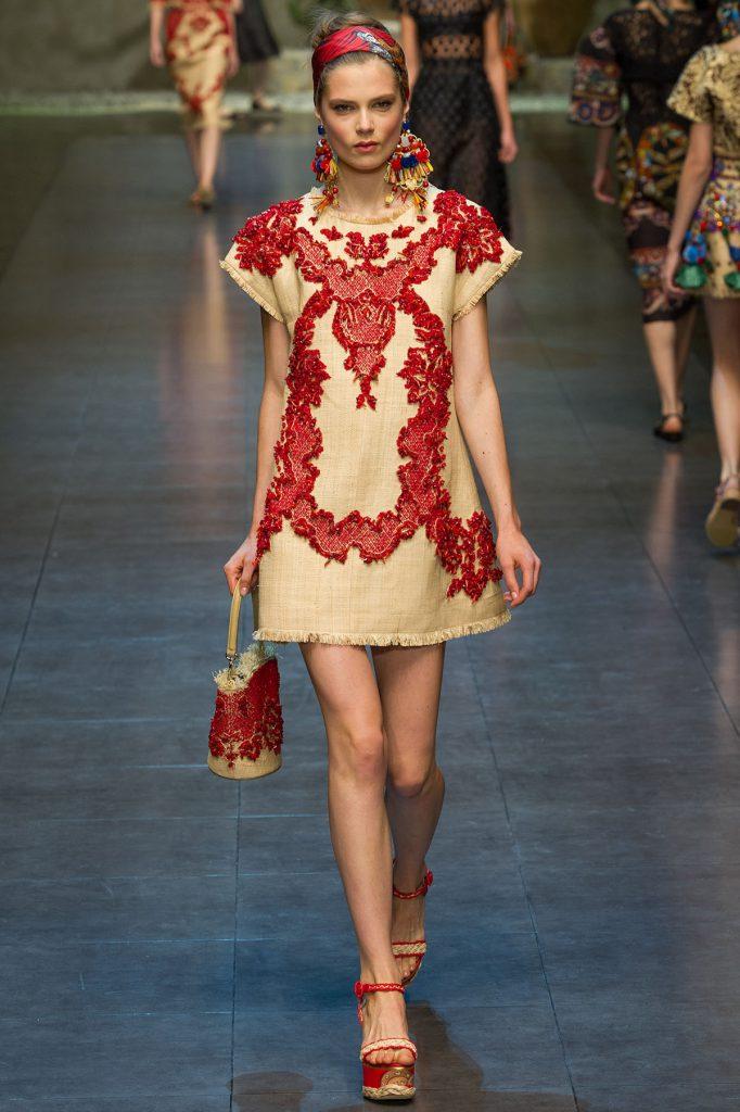 Короткое платье в русском стиле