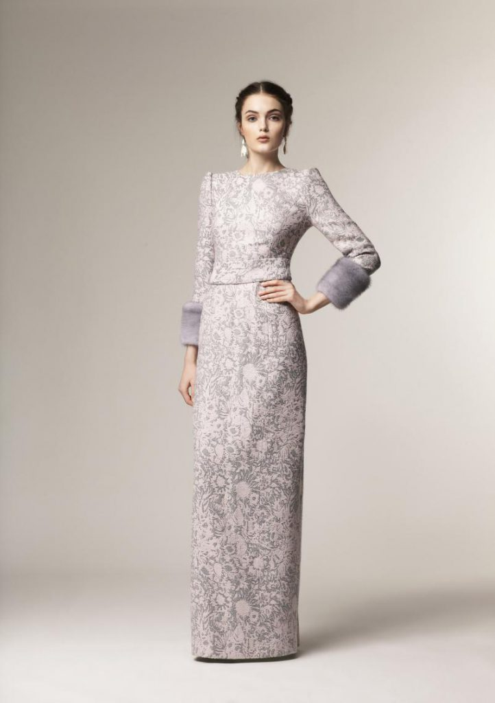 Серо-белое платье в русском стиле