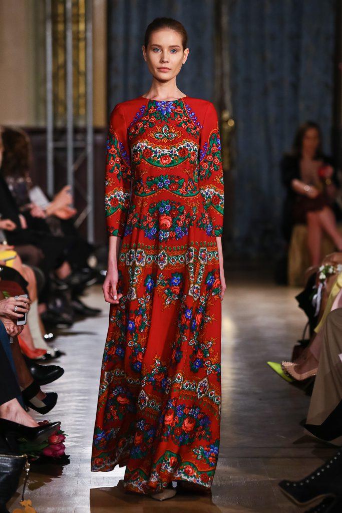 Красное длинное платье в русском стиле