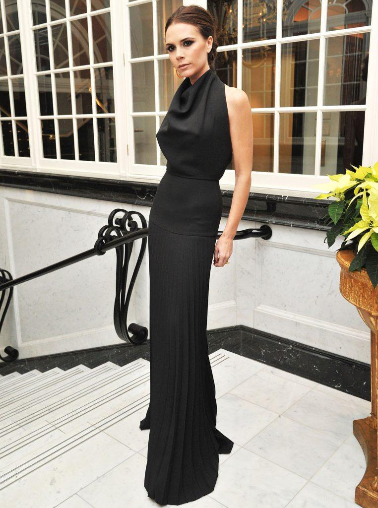 Виктория Бекхэм в черном вечернем платье