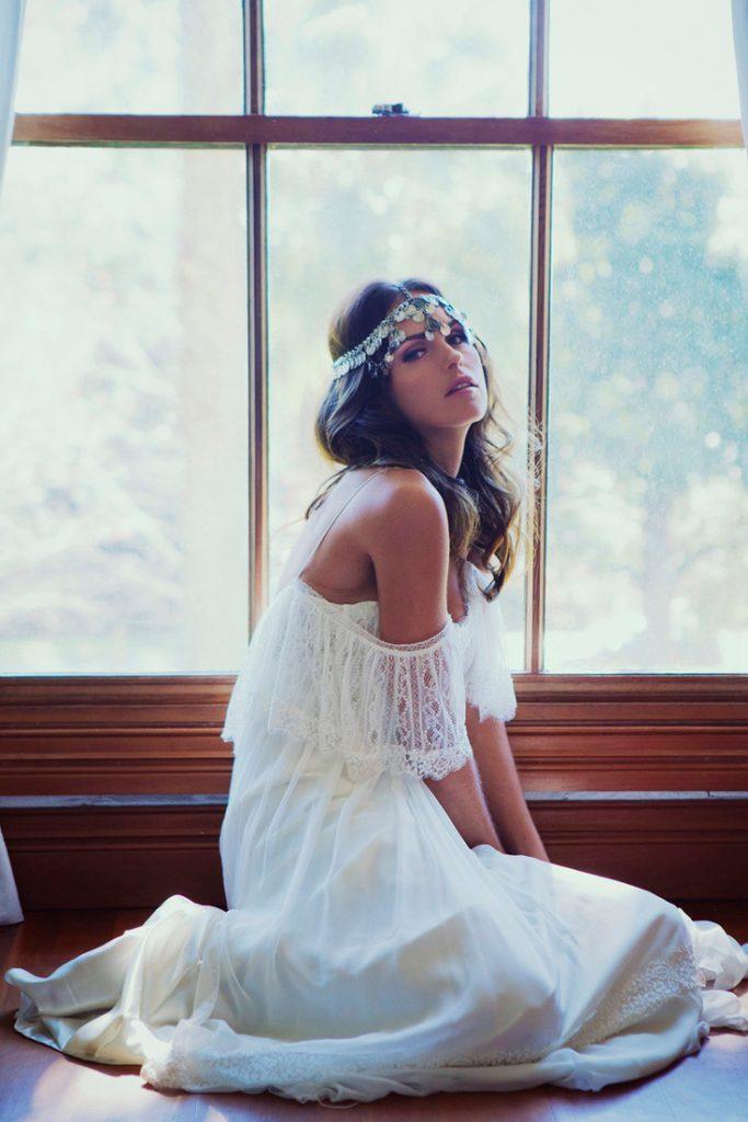 Красивое белое платье невесты в стиле бохо шик