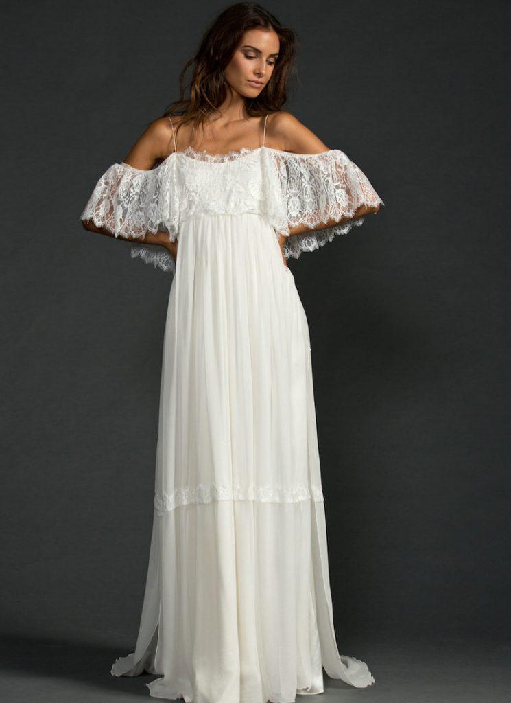 Свободное свадебное платье с открытыми плечами в стиле бохо