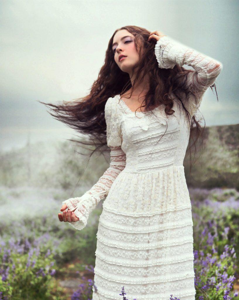 Белое свадебное платье с кружевом в стиле бохо