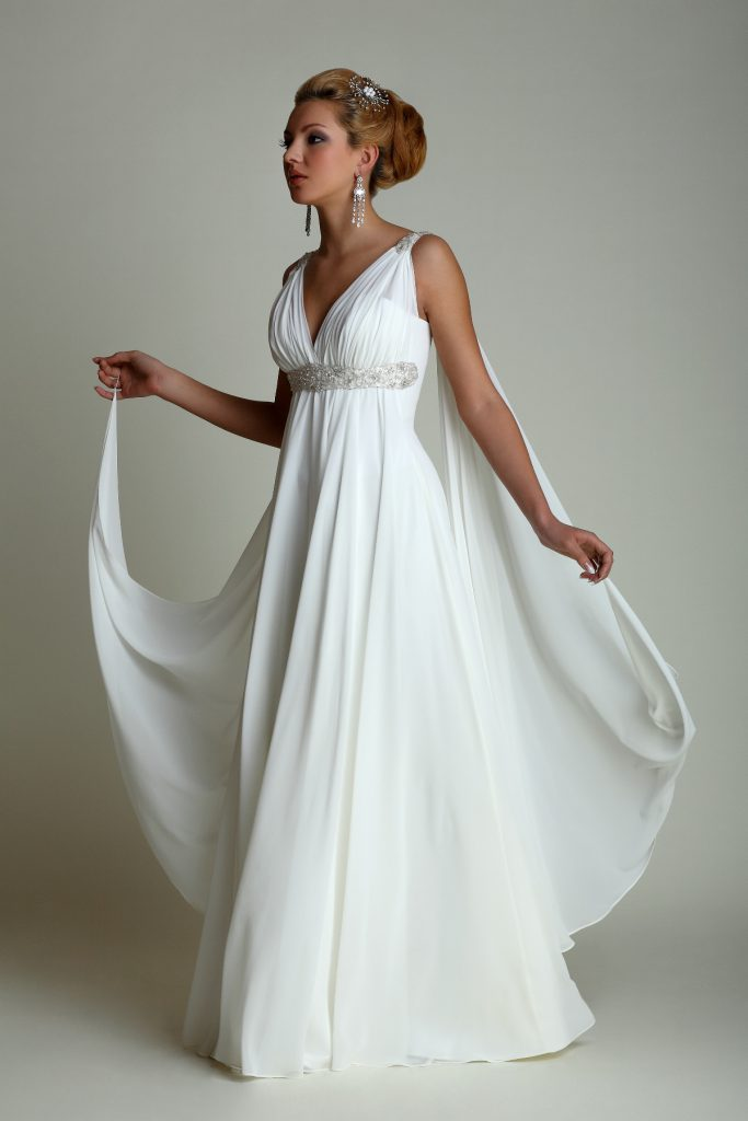Свадебное платье в стиле ампир с бусинами