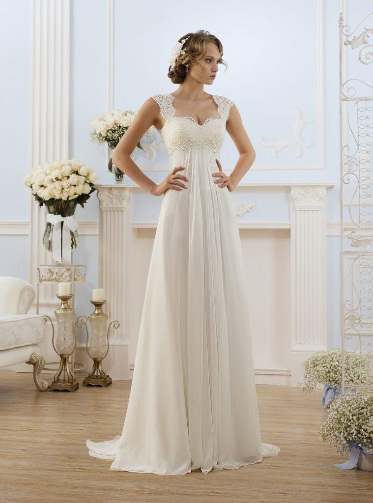 Свадебное бежевое платье в стиле ампир