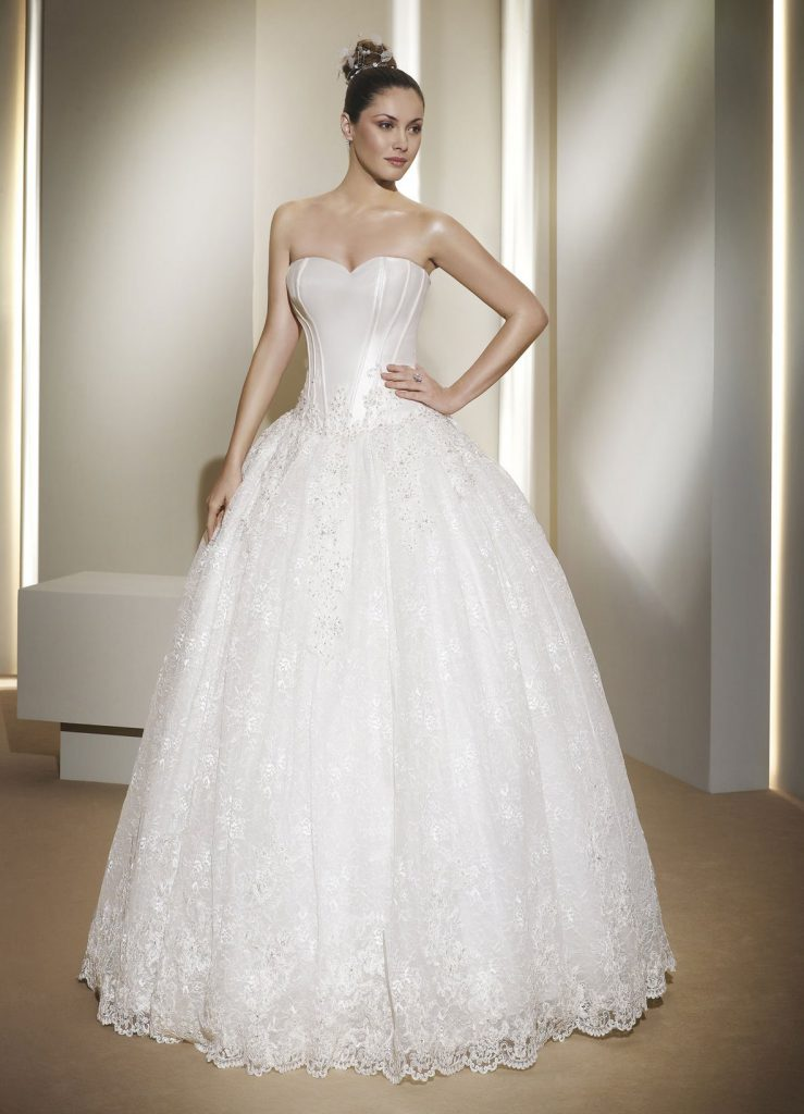 Свадебное платье в стиле ампир с пышной юбкой