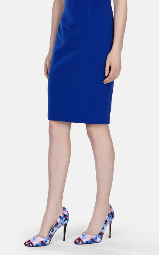 Туфли с цветочным принтом с синим платьем