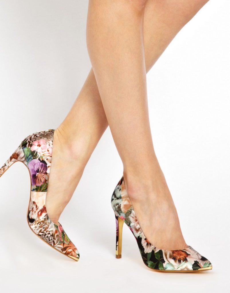 Красивые туфли с цветочным принтом