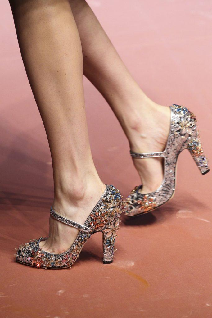 Блестящие туфли с круглым носом