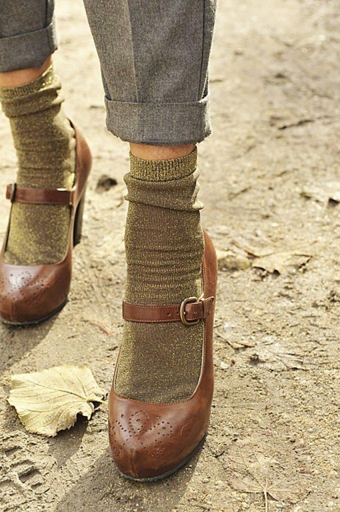 Коричневые туфли с золотистыми носками
