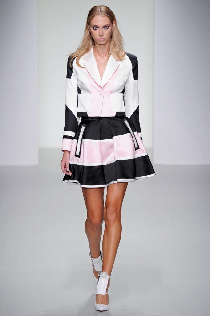 Черно-розово-белая полосатая юбка