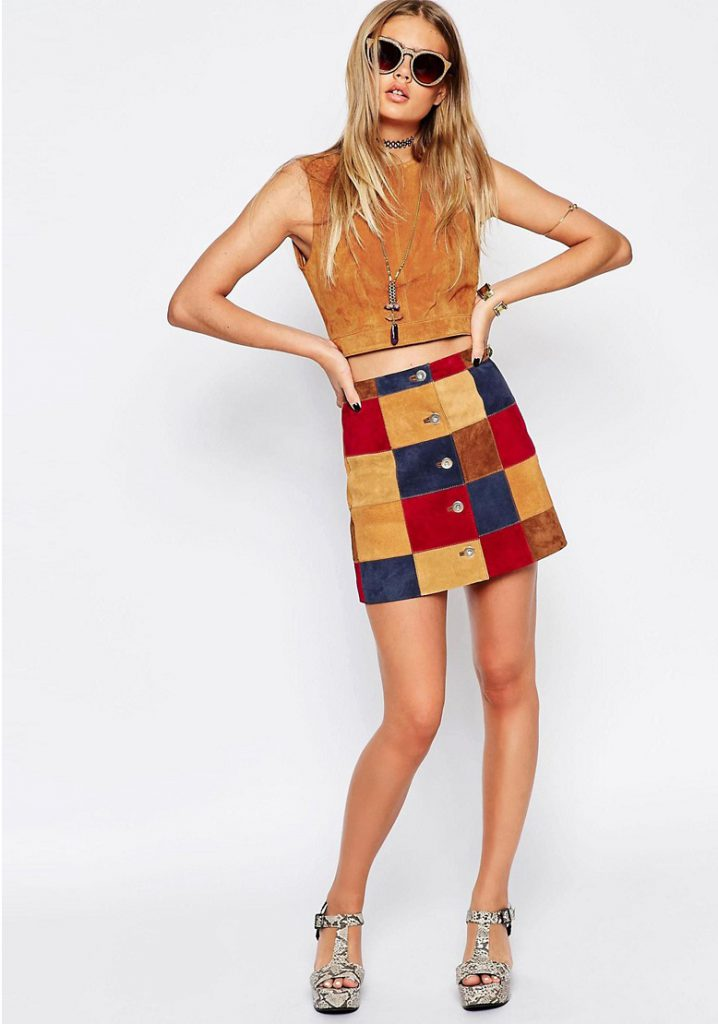 Разноцветная замшевая юбка и коричневый топ