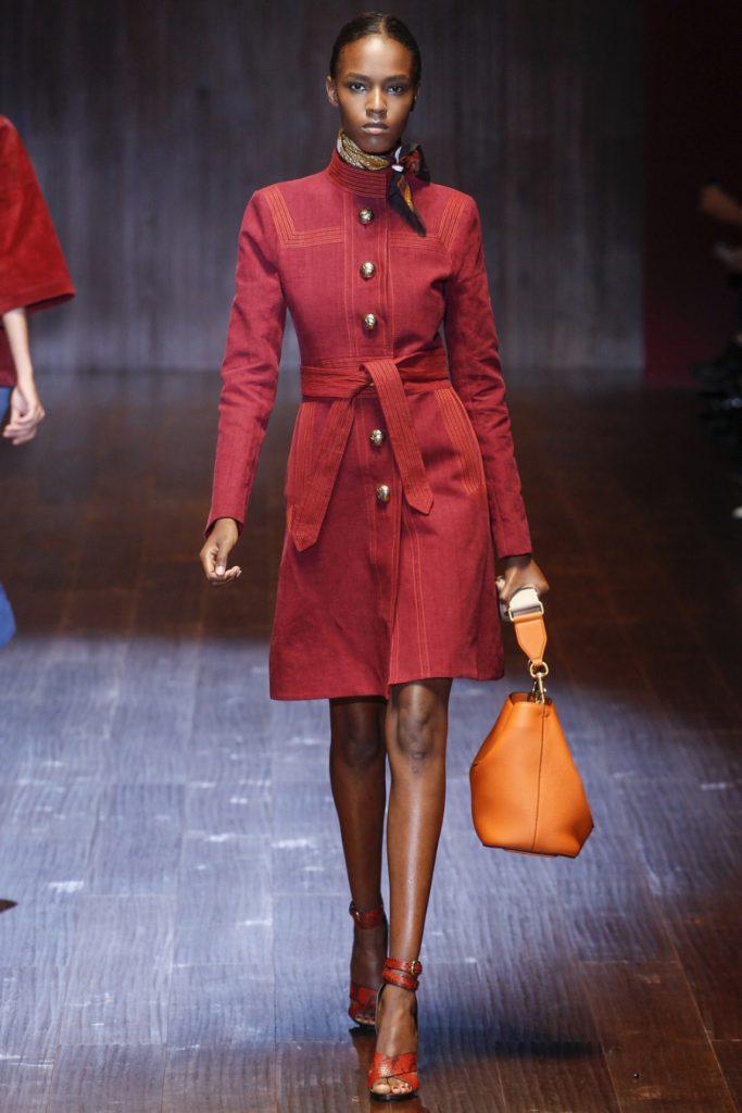 Красное пальто из замши
