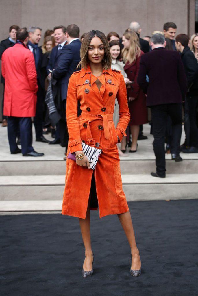 Оранжевое пальто из замши
