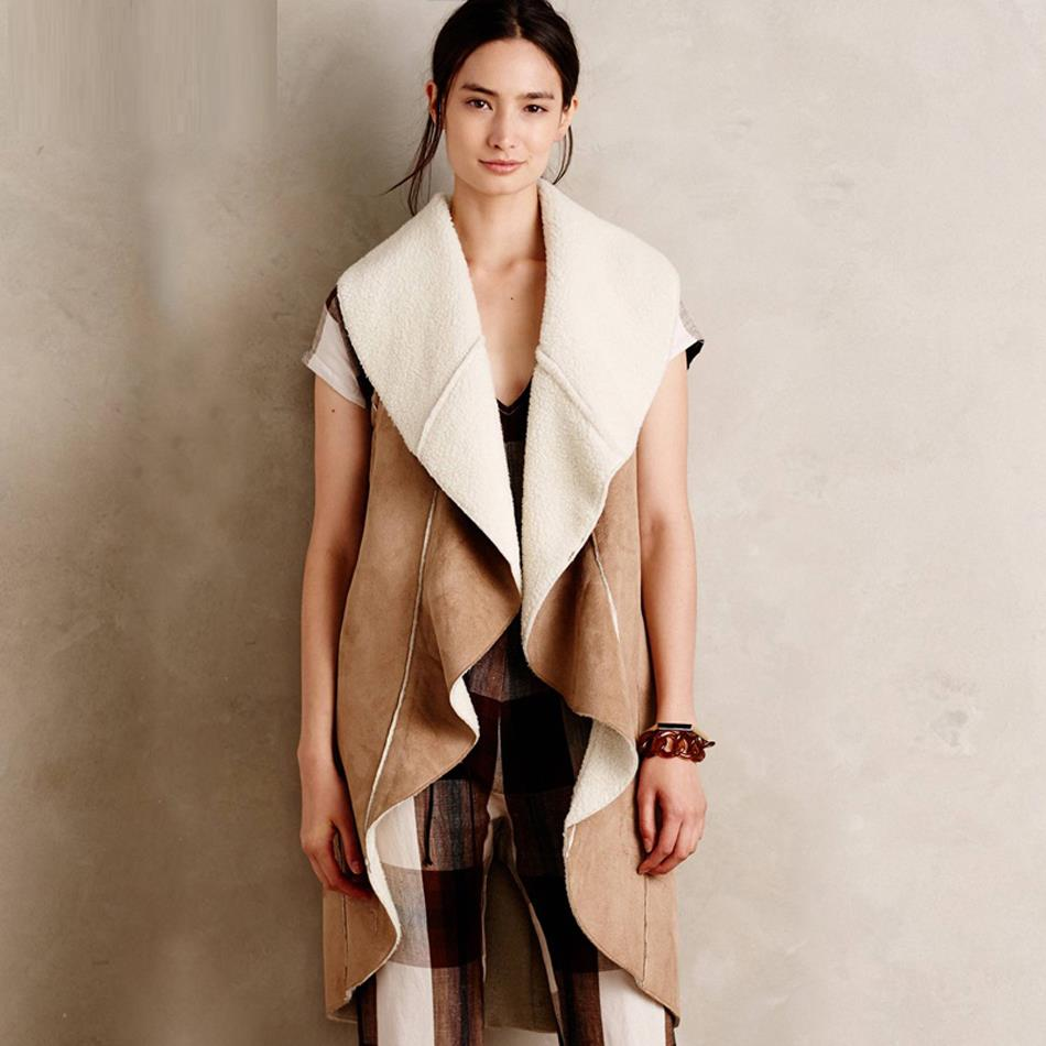 Коричнево-белое пальто без рукавов из замши
