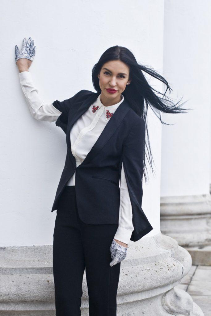 Женский смокинг с белой рубашкой
