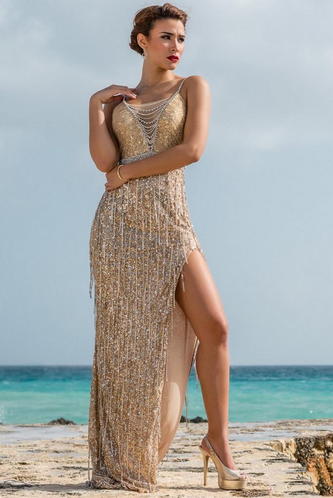 Золотые туфли с золотым вечерним платьем