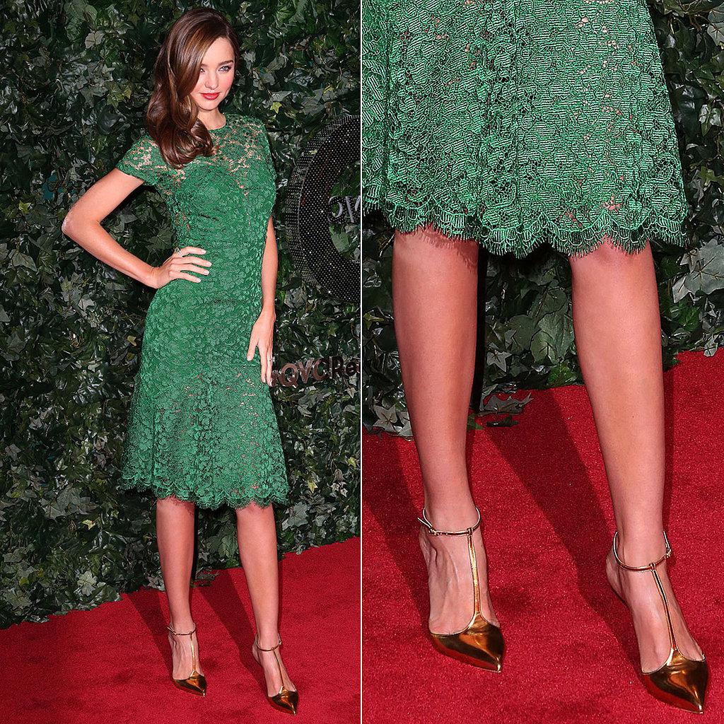 Золотые туфли с зеленым платьем