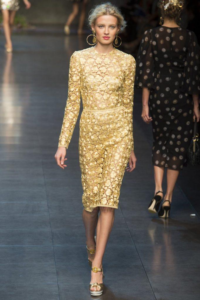 Свадебные золотые туфли с золотым платьем