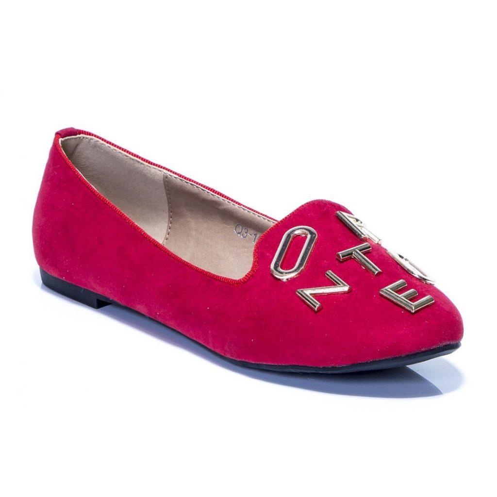 Стильные красные балетки с декором