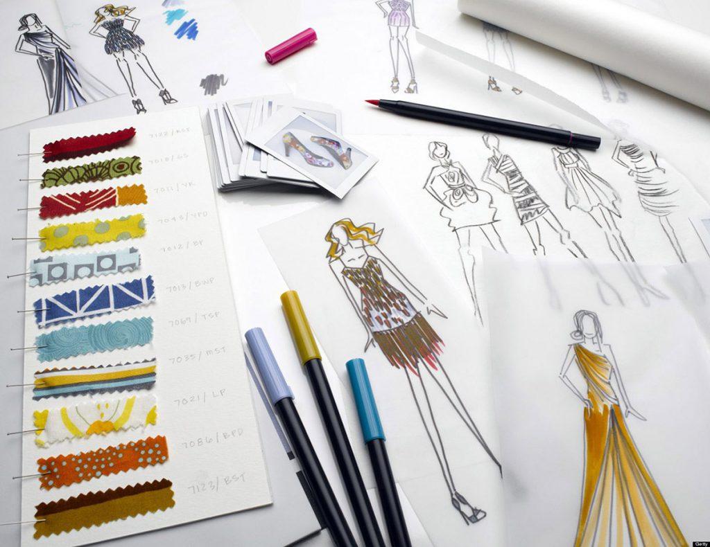 Эскизы дизайнера одежды