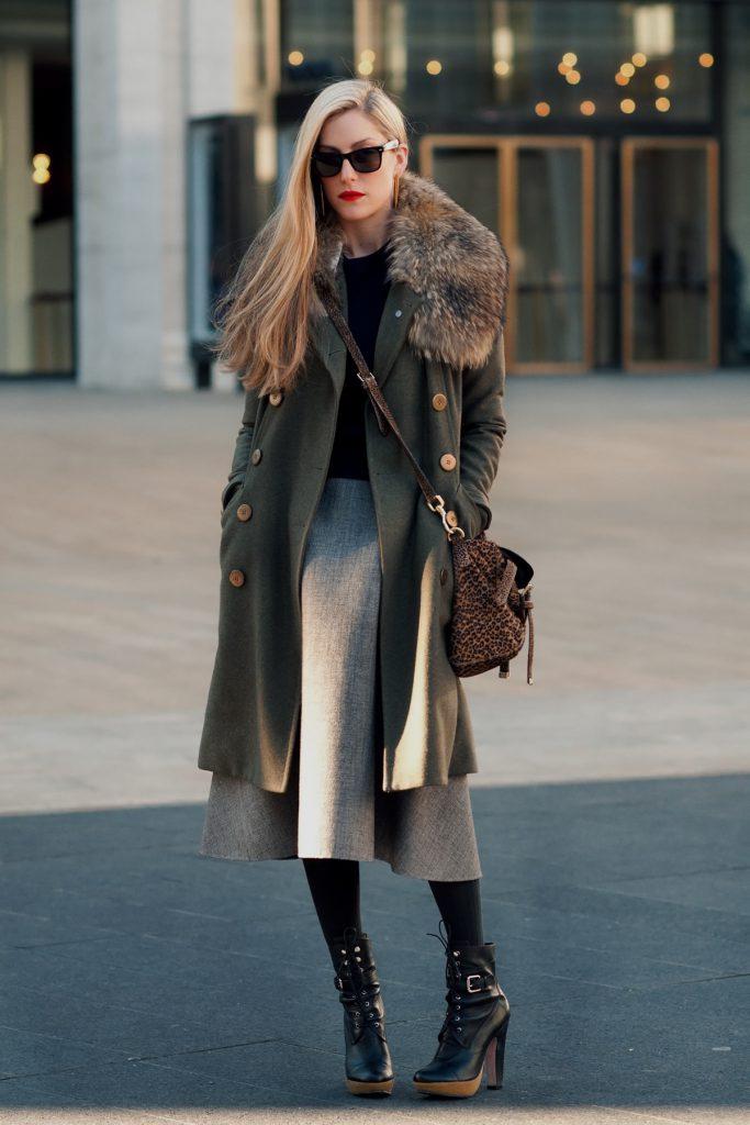 Зимний женский образ с пальто