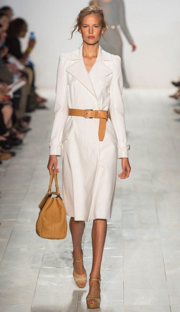Весенний женский образ с белым пальто
