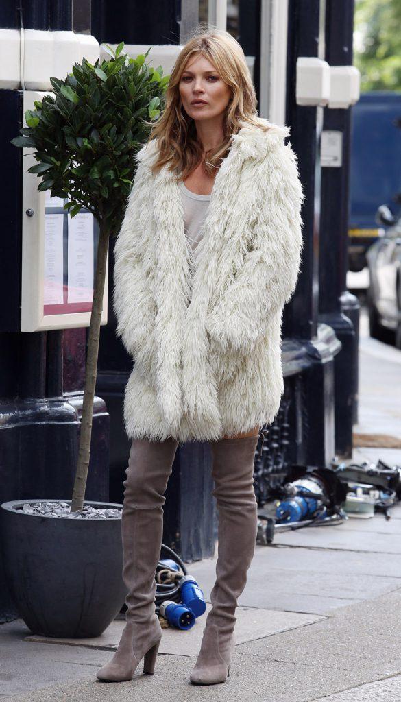 Образ Кейт Мосс в светлой шубе