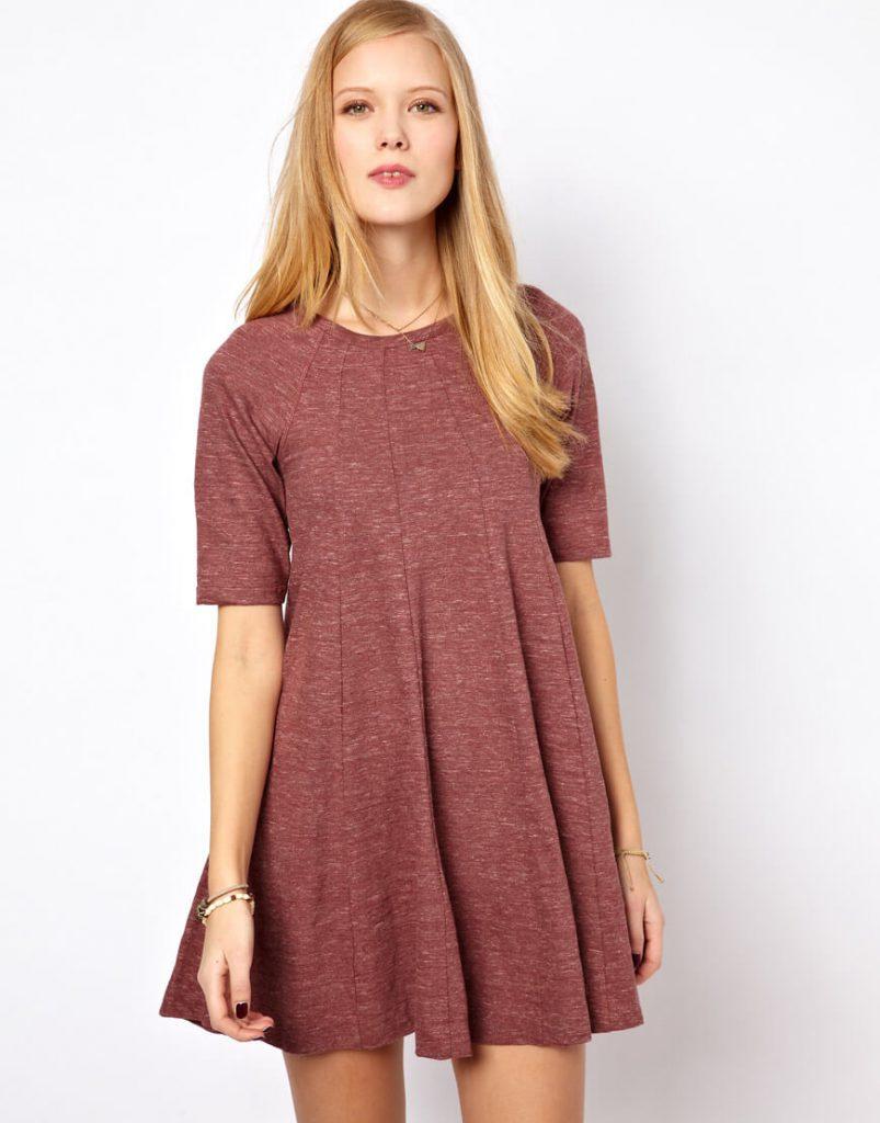 Свободное красное трикотажное платье
