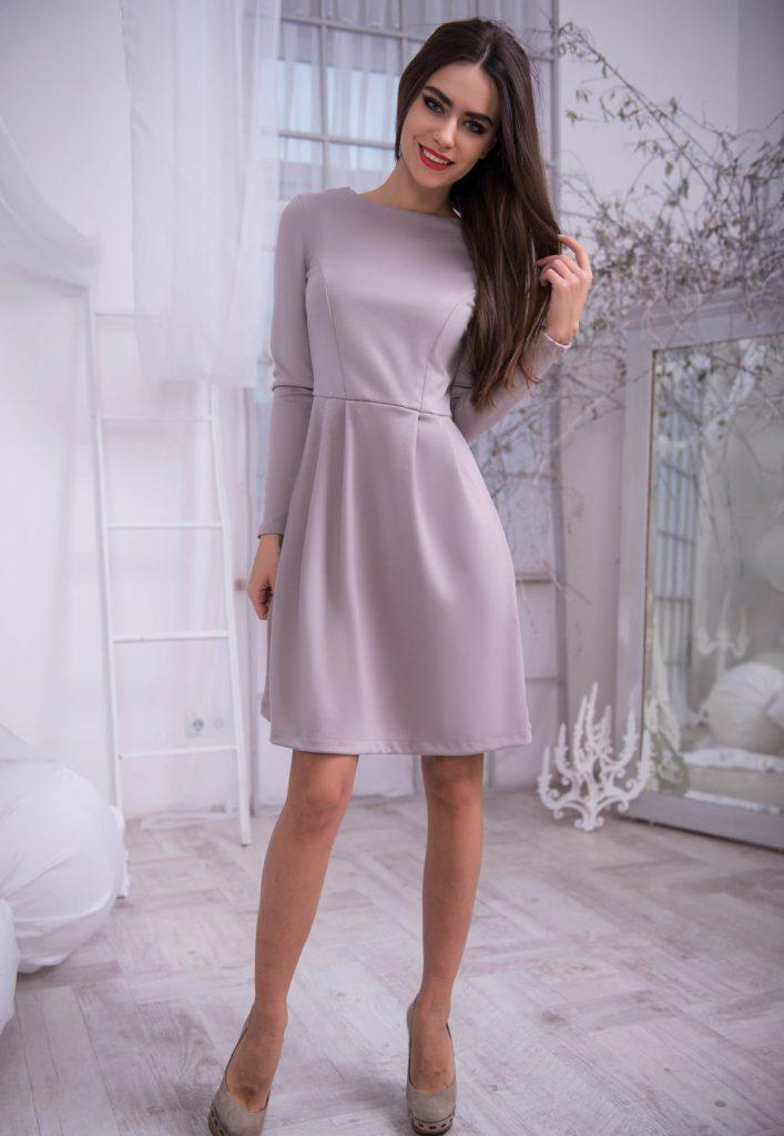 Розовое трикотажное платье