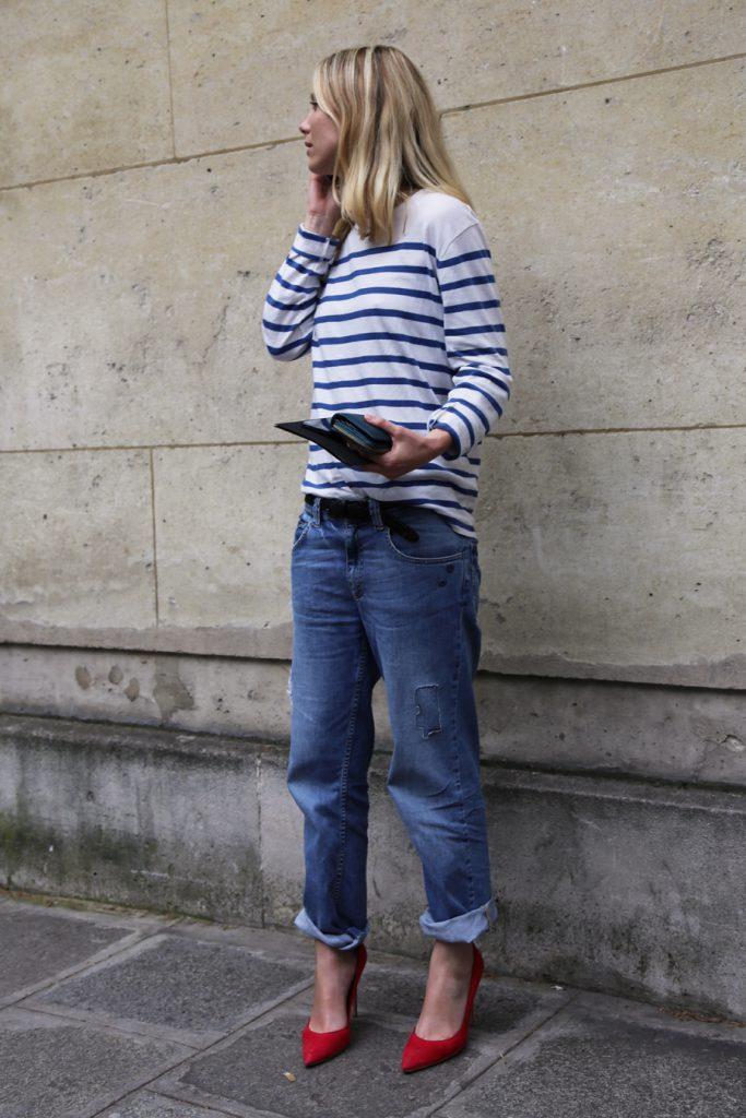 Красные замшевые туфли с джинсами
