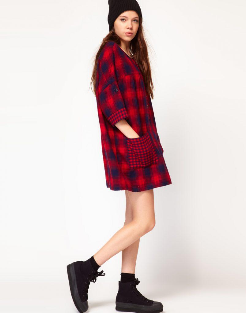 Красно-синее зимнее платье-рубашка в клетку