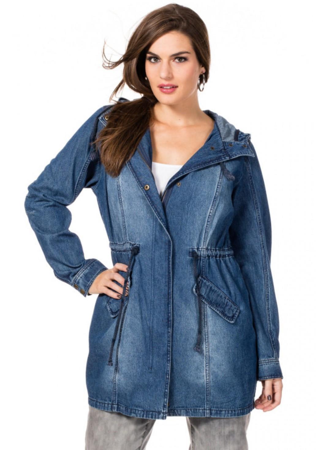 Джинсовая куртка с капюшоном для полных женщин