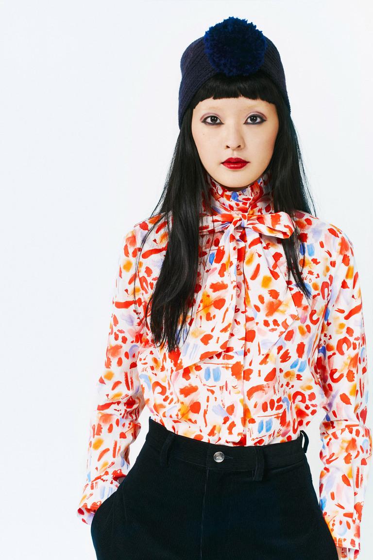 Блуза с абстрактным принтом