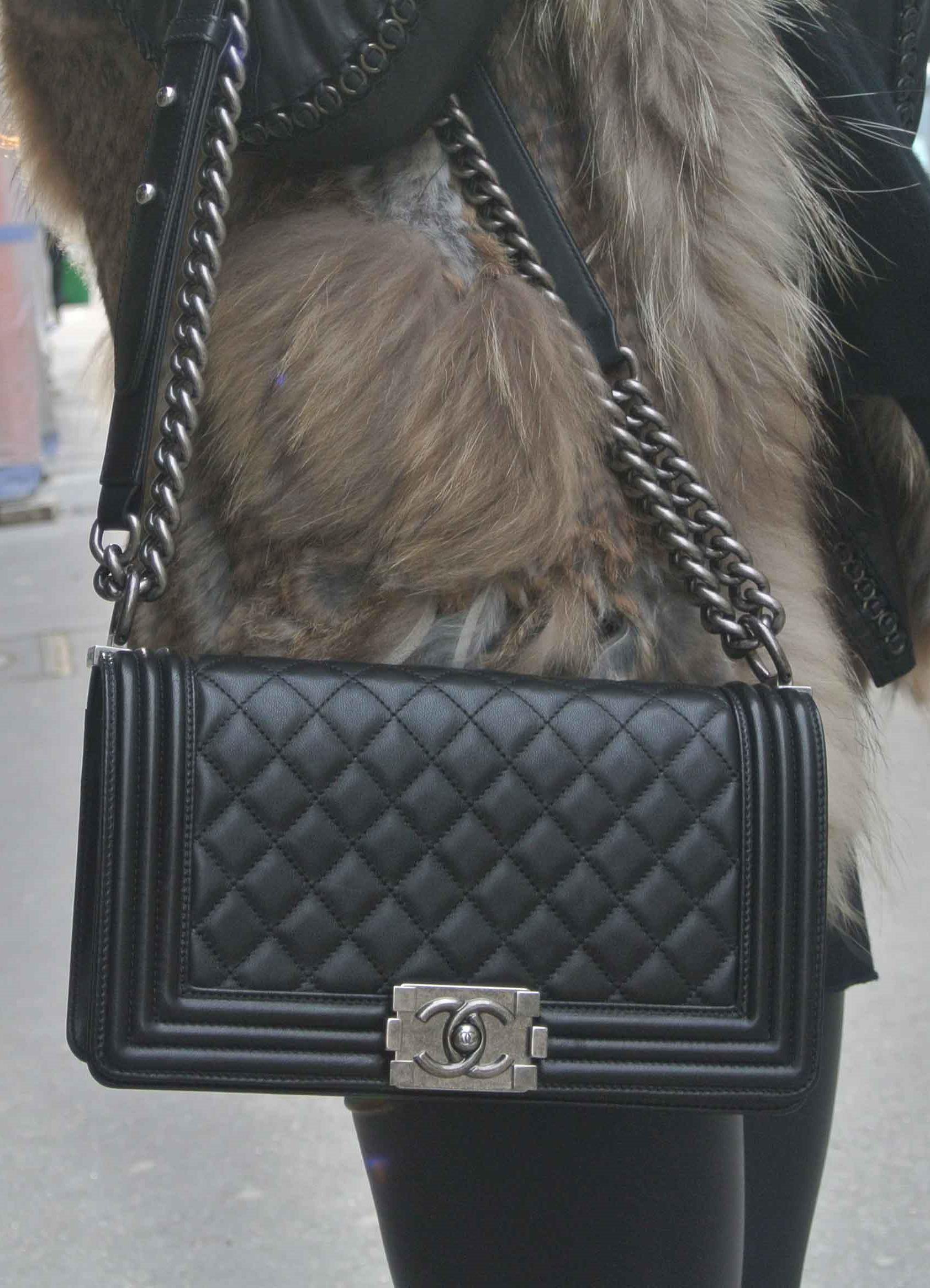 Черная сумка Chanel Boy