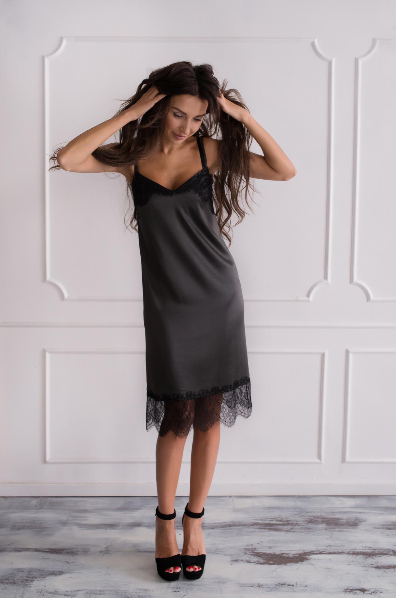 Серое платье-комбинация